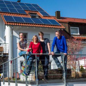 Các nhà đầu tư cộng đồng Susanne và Volker H. với trẻ em