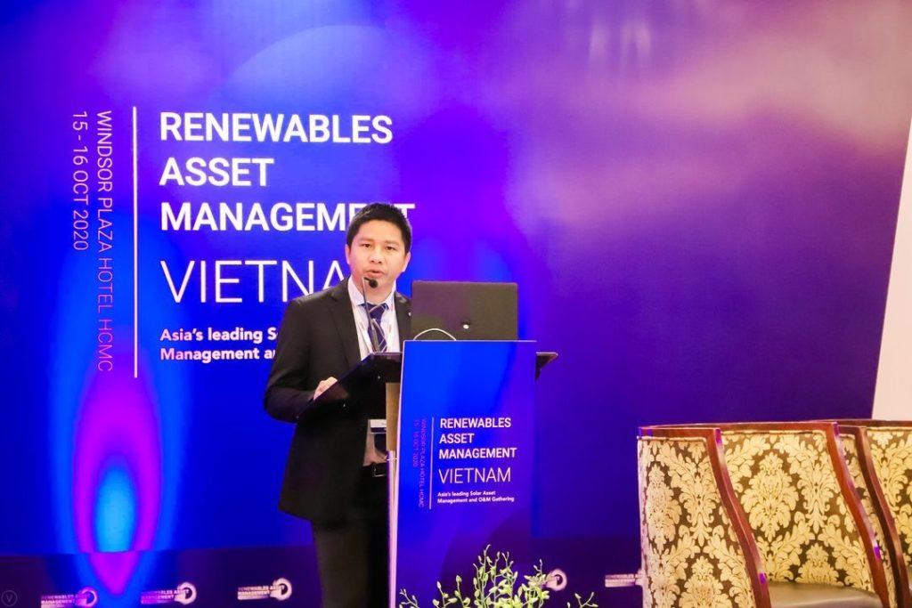 Thuong Duong en la conferencia sobre energías renovables