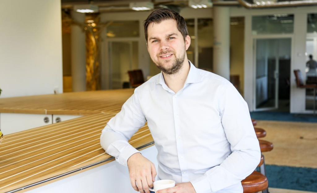 Markus Schwaninger, CFO von ecoligo, im Berliner Hauptsitz von ecoligo