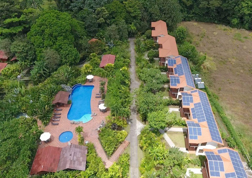 Hệ thống 179 kWp cho khách sạn sinh thái Casa Luna ở Costa Rica.