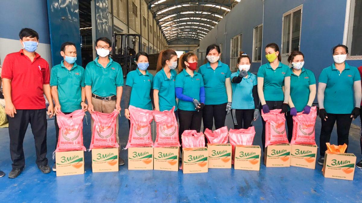 Mitarbeiter des Solarkunden Dong Nam Viet Packaging