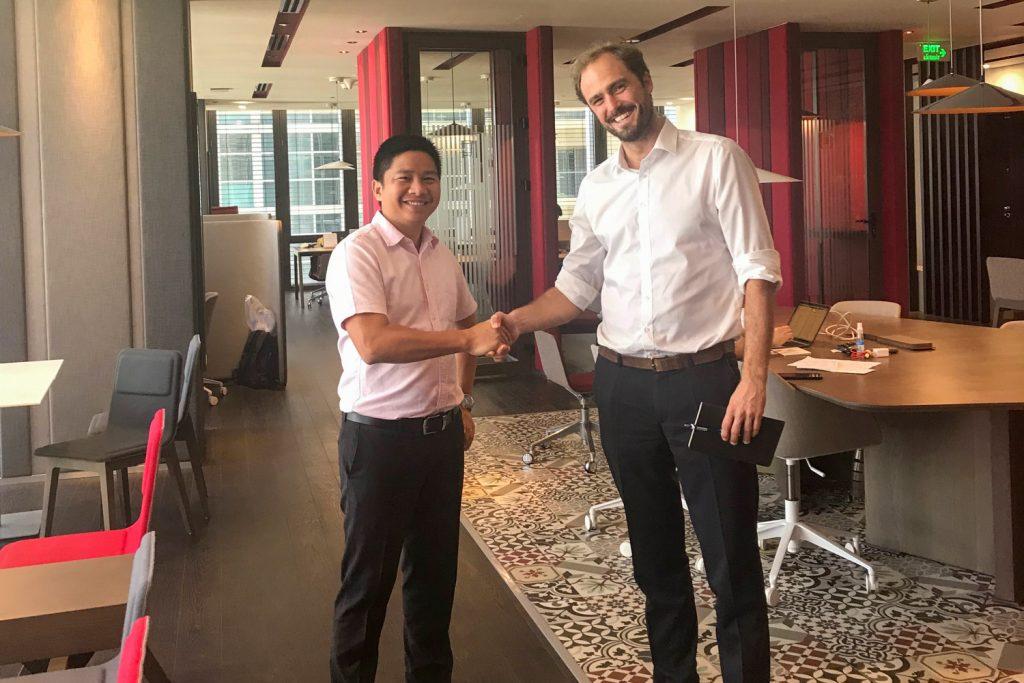 Thuong y Nicolas en nuestra oficina de Deutsches Haus, en Ciudad Ho Chi Minh.