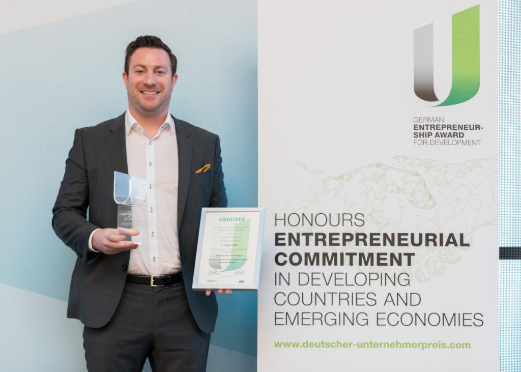 Martin Baart with the German Entrepreneurship for Development Prize.